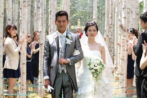 白桦与苔藓的林中教堂