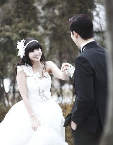 维尼夫妇李孝利李珉廷 韩国明星婚纱照大比美