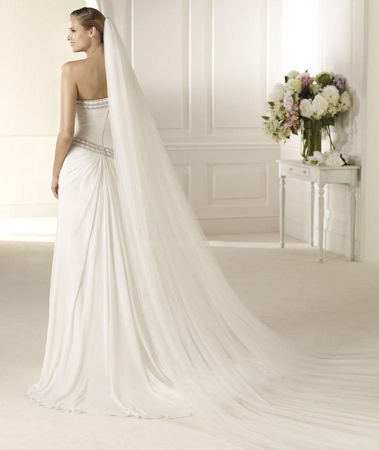 Pronovias斜肩雪纺齐地小拖尾婚纱