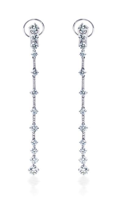 陈妍希佩戴戴比尔斯钻石珠宝现身跨界盛典