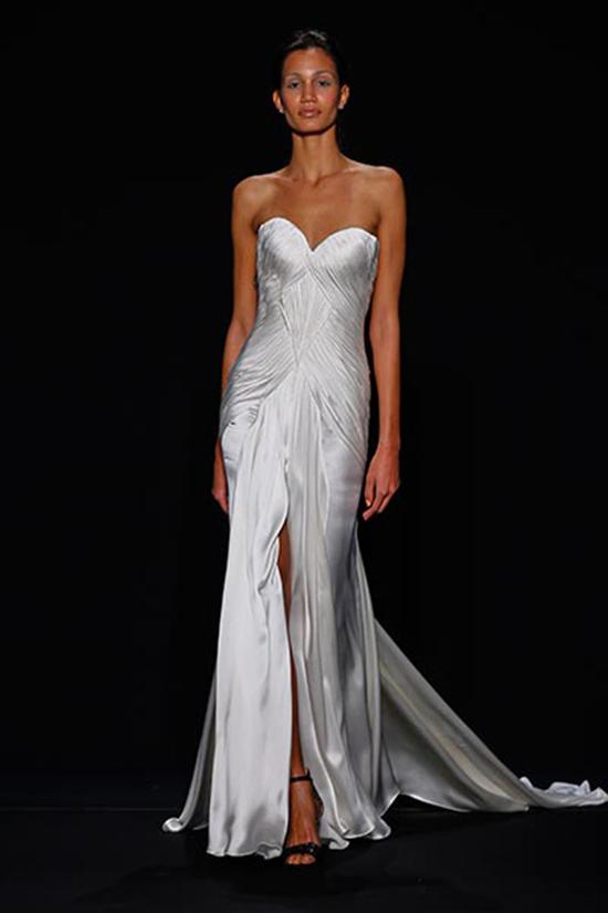 美腿新娘看过来 穿上高开衩婚纱美煞众人