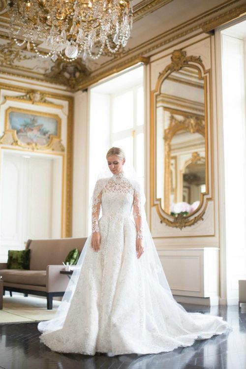 揭开王室婚礼传奇嫁衣的面纱